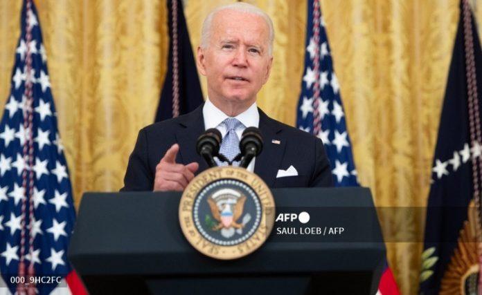 Biden pide a los gobiernos locales que paguen 100 dólares